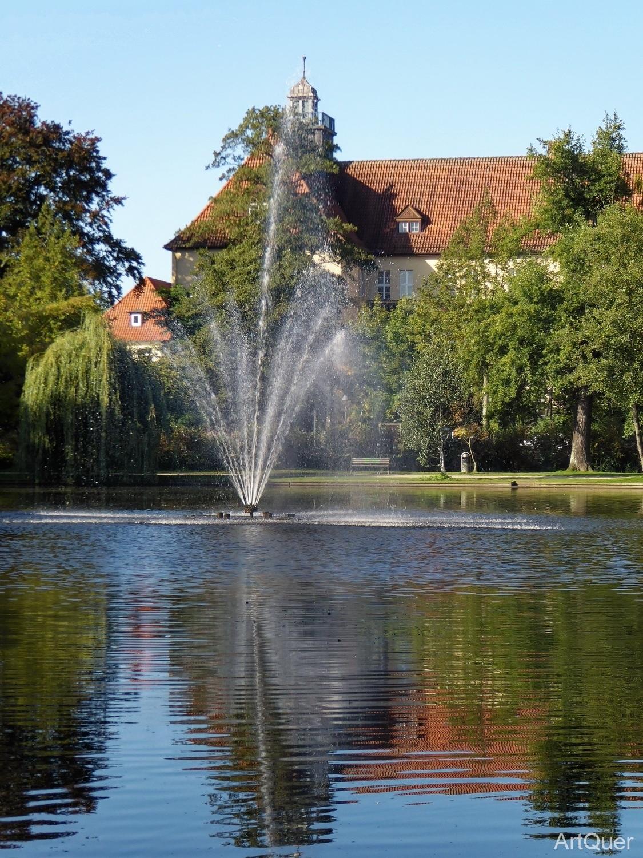Französischer Garten - Wasserspiel bei Tag